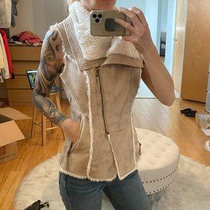 Guess vest. XS